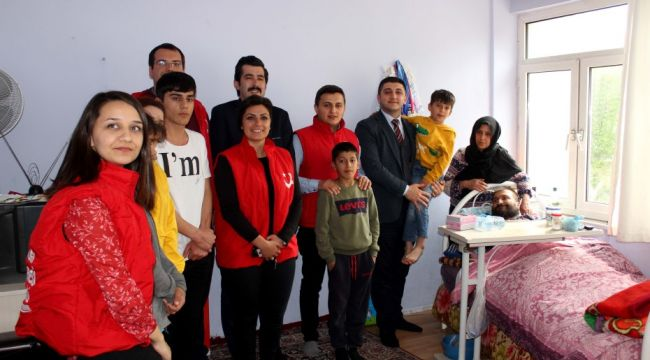 Göç İdaresi'ndenAfgan aileye erzak yardımı