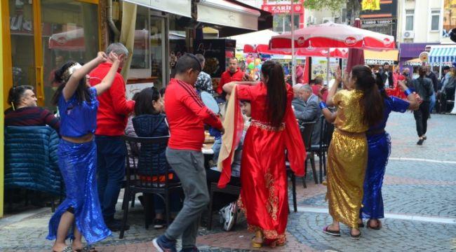 Sokakta müzik curcunası