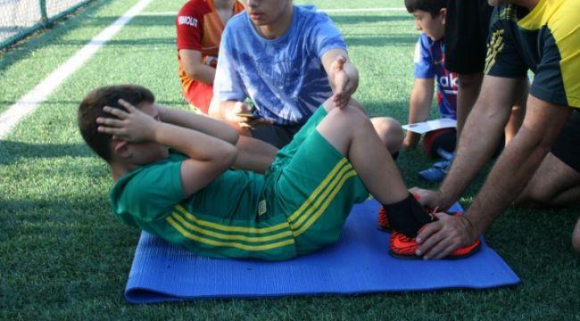 TÜ'de geleceğin futbolcularını yetişiyor