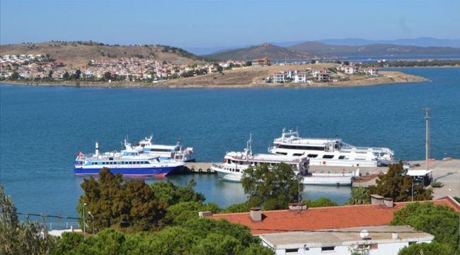 Ada'da mahsur kalan turistlerin tahliyesi yapıldı