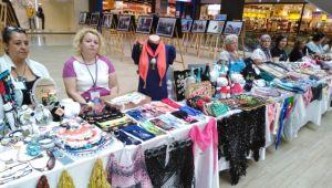 Kadınlardan renkli elişi sergisi