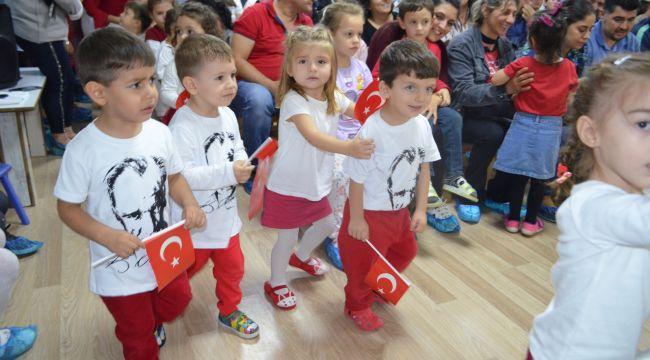 Miniklerden Cumhuriyet gösterisi