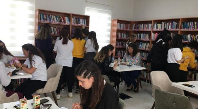 Öğrenciler Millet Kıraathanesi'nde