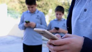 Öğrencilere okulda cep telefonu yasağı