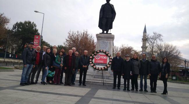 Diş Hekimleri Anıta çelenk sundu