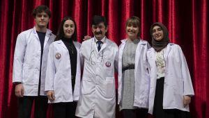 Diş Hekimliği öğrencileri beyaz önlük giydi