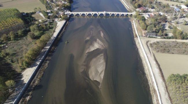 Nehirlerin su seviyeleri düşüyor