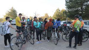 Turizme uzanan bisiklet turu
