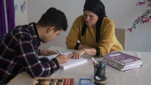 Afgan genç doktor olmak istiyor