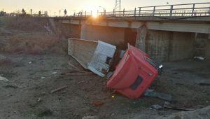 Edirne'de köprüden devrilen tırın sürücüsü yaralandı