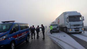 Kaza otoyolda ulaşımı yarım saat durdurdu