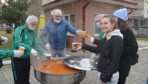 Çorba ile öğrencilerin içini ısıttılar