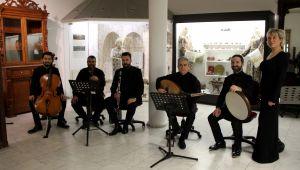 Müzede aşk şarkıları seslendirildi