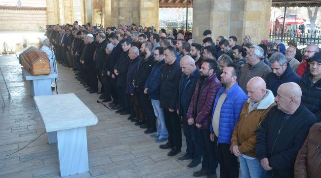 Özbekler son yolculuğuna uğurlandı