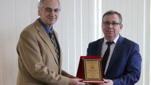 Prof. Dr. Tabakoğlu'ndan Prof. Dr. İlker Alp'e teşekkür