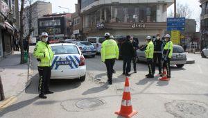 Şehir merkezine çıkan yollar araç trafiğine kapatıldı