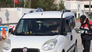 Edirne'ye giriş yapan hususi araçların sürücüleri ve yolcular kaydediliyor