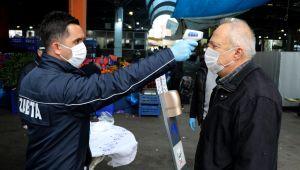 Pazar ve marketlere vatandaşlar maskeyle geldi