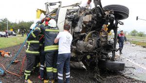 Edirne'de hafriyat kamyonu ile tır çarpıştı: 1 ölü