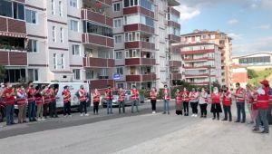 Edirneliler Türk Kızılay personeline balkonlardan alkışla teşekkür etti