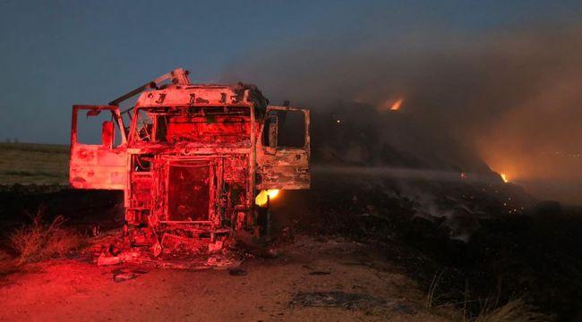 Balya yüklü tır ve 40 dönüm buğday tarlası yandı