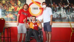 Engelli gencin Galatasaray sevinci