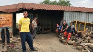 Madende göçük altında kalan 2 işçiyi mesai arkadaşları kurtardı