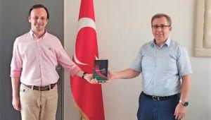 Akbal, Rektör Tabakoğlu'na kitabını takdim etti