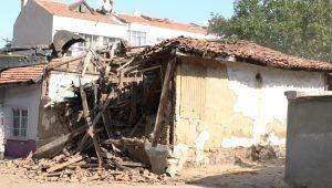 Çavuşbey'deki metruk bina yıkıldı