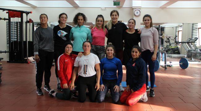 Kadın güreşçilerin gözü olimpiyatlarda