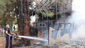 Mobilya deposundaki yangın maddi zarara neden oldu