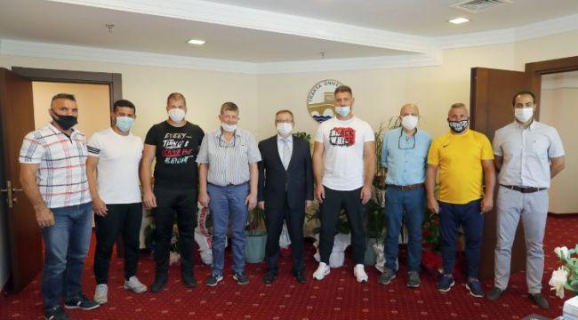 Pehlivanlardan Rektör Tabakoğlu'na ziyaret