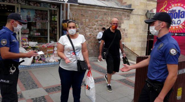 Polisi görünce yolunu değiştiren maskesiz kadına tutanak