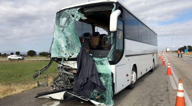 Bulgar otobüsü kamyonetle çarpıştı: 4 yaralı