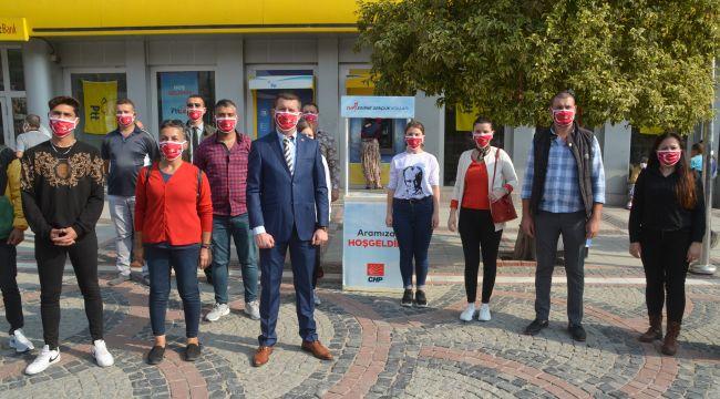 CHP Gençlik Kollarından Türk Bayraklı maske