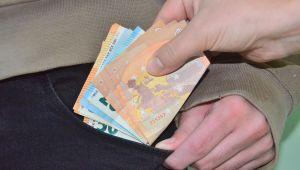 TÜ'de bıçak parası operasyonu