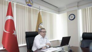 Yeni öğrencilere ilk ders Rektör Tabakoğlu'ndan