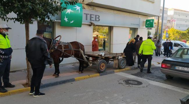 At arabasını kaldırıma bırakan kişiye ceza-i işlem