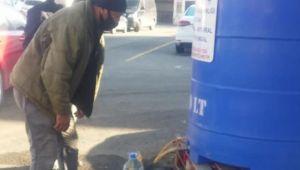 Vatandaşlara günde 2 bin litre dezenfektan dağıtılıyor
