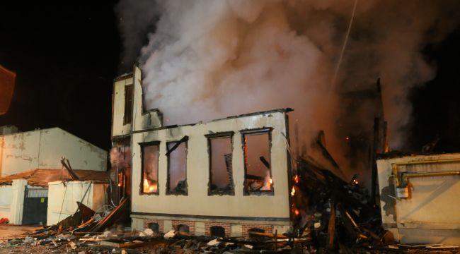 Ahşap müftülük binası yangında kül oldu