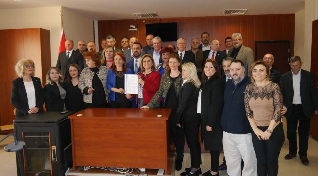 İYİ Parti'den Şener'e ihraç talebi