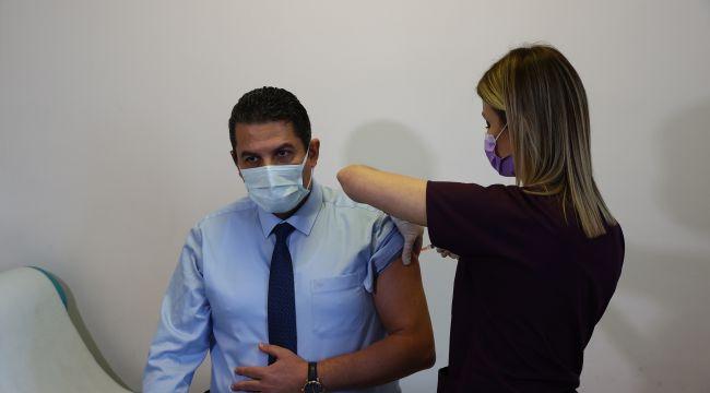 Korona aşısı sağlık çalışanlarıyla başladı