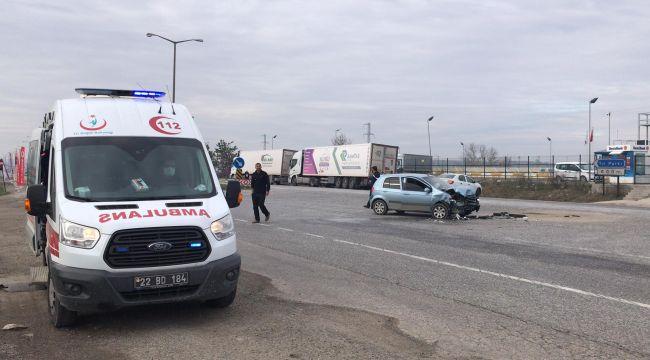 Tıra çarpan otomobil sürücüsü yaralandı