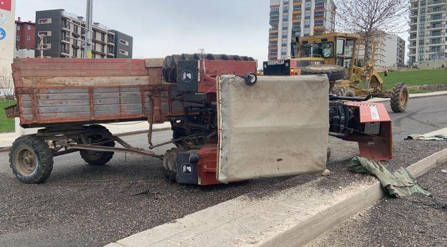 Traktörün altında kalan sürücü yaralandı