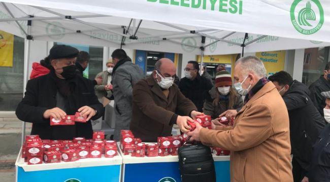 Belediye 15 bin kandil simidi dağıttı