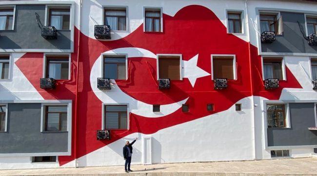 'Türk Bayrağı çizimi kanuna aykırı bir çizimdir'