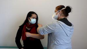 Basın mensuplarının ilk doz aşıları uygulanmaya başlandı