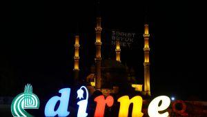 Selimiye Camine 'sıhhat büyük nimet' yazılı mahya asıldı