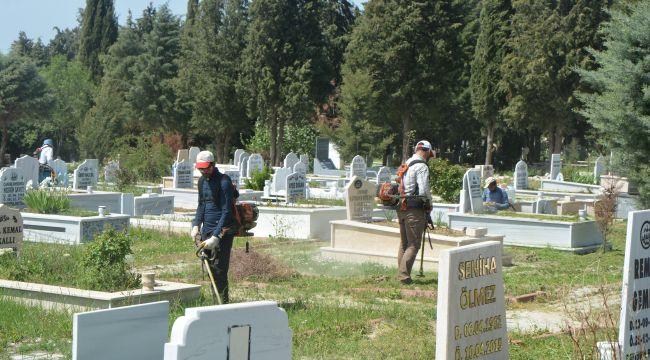 Mezarlıklar Ramazan Bayramı'na hazırlanıyor