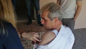 Başkandan hem aşı hem ziyaret